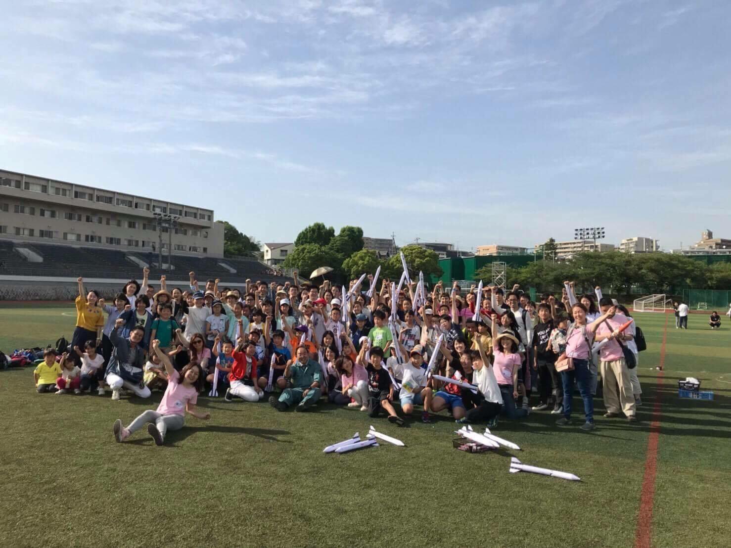 Business Voices:BNIメンバーが関西大学で子どもたちに植松努の無料公演とロケット教室を提供